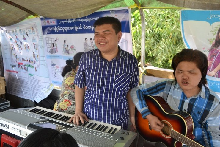 Two men who are blind play a keyboard and a guitar